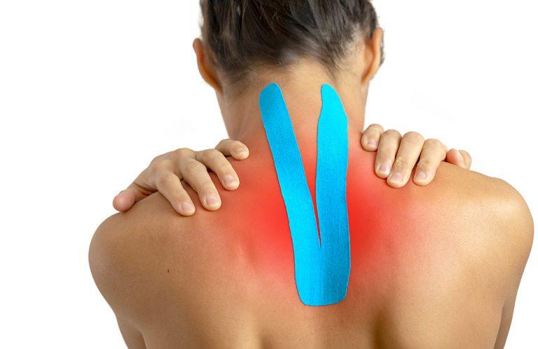 Nackenschmerzen und Tape im Nacken